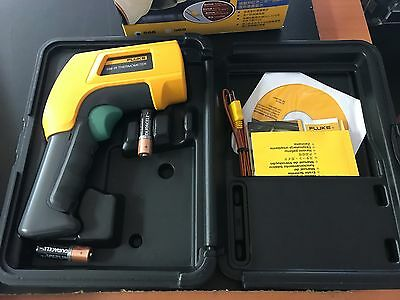 Fluke 566 IR Infrared & Contact Thermometer with Graphical LCD Display