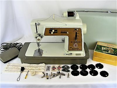Singer Golden Deluxe Touch and & Sew Sewing Machine Zig Zag 620 Case SERVICED