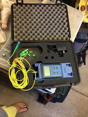 EXFO Electrical-Optical Engineering Fiberoptic Tested model FOT-20A w/ charger