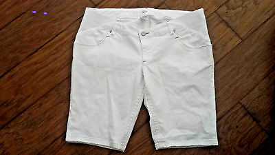 OLD NAVY 'real waist' WHITE MATERNITY SHORTS    sz 12