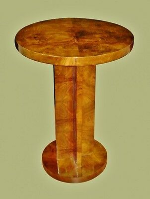 Fine and elegantly shaped Art Deco style side table