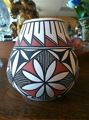 """4 3/4"""" Tall Marked SANCHEZ  Acoma, N.M. American Indian Pottery Pot Vase"""