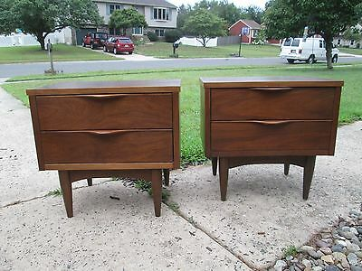 Pair Mid Century Danish Modern Walnut Night Stands Sculptural Pulls Gryhnd Ship