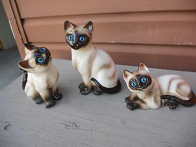 Vtg Set of 3 Different Size Siamese Cat Figurines Blue Eyes by Enesco Ceramic