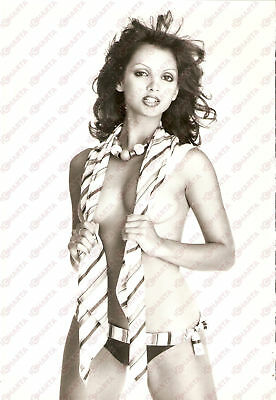 1975 ca EROTICA VINTAGE Stephanie MARRIAN cover herself with a striped foulard
