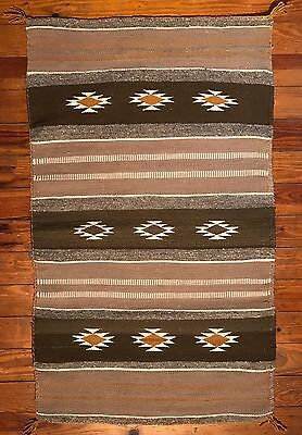 "Finely Woven NAVAJO CHINLE / WIDE RUINS RUG, Excellent Condition, 25"" x 41.5"""