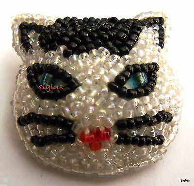 Beautiful Beaded Pin Face of a White and Black Tuxedo Cat Feline Kitty-MINT