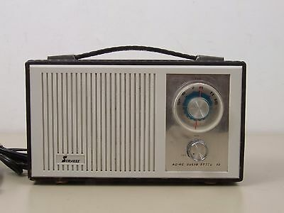 Vintage Strauss AM / Fm Portable Radio