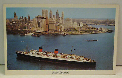 Queen Elizabeth Passenger Ship & New York City 83,673 tons 1940 Vintage Postcard