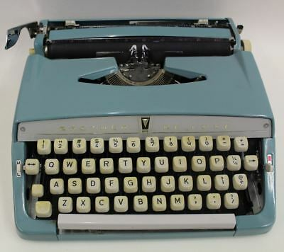 BROTHER DE LUXE Vintage Portable Mechanical 1960's Typewriter Blue w/Case
