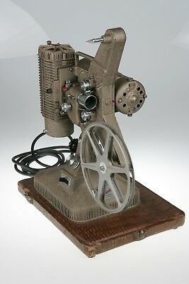 Varriable Speed 8mm Keystone Commander Deluxe Model K-108 Movie Projector TESTED