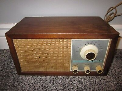VINTAGE 60's KLH MODEL 21 TABLE TOP RADIO w/ WOOD CASE MID CENTURY MODERN