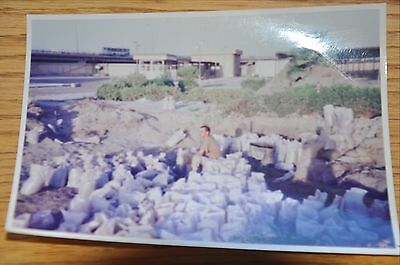 Iraqi Freedom OIF 1st Armored Photograph 5 x 7 filling sandbags during the day