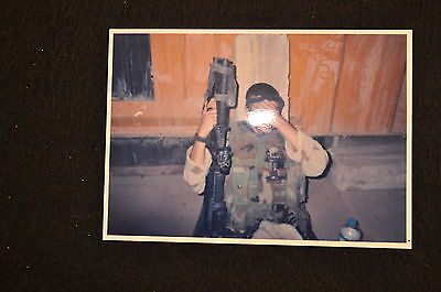EARLY OPERATION IRAQI FREEDOM 1st ARMORED DIVISION PHOTO - SOLDIER WITH RIFLE