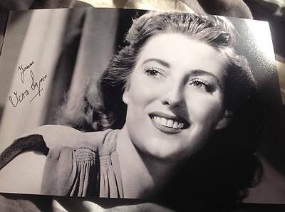 Dame Vera Lynn The Forces Sweetheart Hand Signed 12 X 8 Photo Legend With Coa