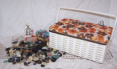 Vintage Retro Sewing Basket ~ With A Selection Of Buttons etc