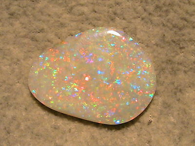 GEM-CLASS Multicolour Olympic Field Opal 28,15ct