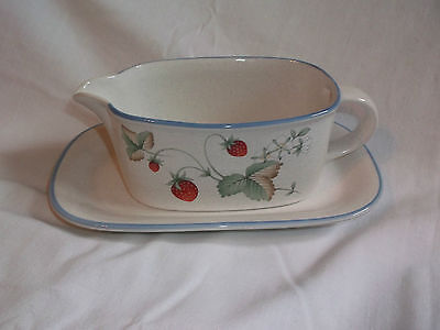 Savoir Vivre LUSCIOUS Gravy Boat & Underplate Strawberry Strawberries