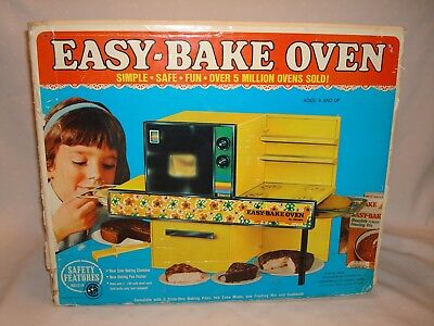 Vintage Kenner Easy Bake Oven 1972 Yellow  With Box & Accessories Minty