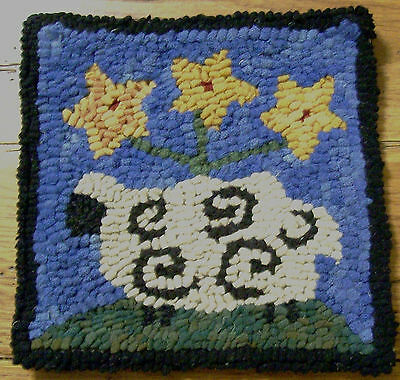 BEGINNER SHEEP WITH STAR POSIES Rug Hooking KIT WITH #8 CUT WOOL STRIPS