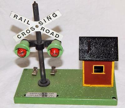 American Flyer 759 Operating Crossing Signal & Bell Danger Shack black roof S /O