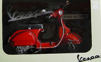 Vespa  P 200 E * 1978  * rot   *  NEW RAY  *   1:12 _