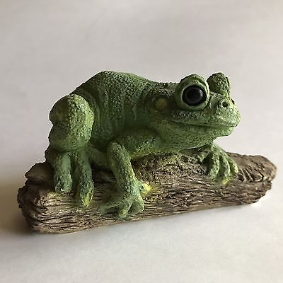 vintage Stone Critters Green Tree Frog on Log Figure w/stickers made in USA 1984