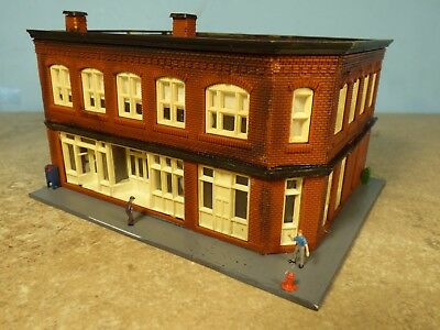 N Scale 1950's MERCHANTS ROW (3 Stores Corner Building)   (weathered & Detailed)