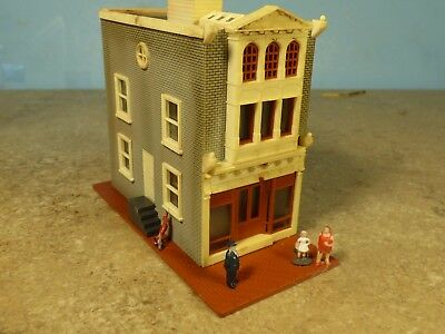 N Scale 1950's STORE & Upstairs APARTMENT    (weathered & Detailed)