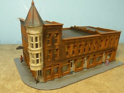 N Scale 1950's MERCHANTS ROW (4 Stores Corner Building)   (weathered & Detailed)