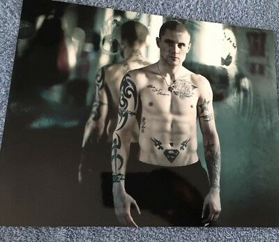 Un signed 10x8 photograph of boxer Ricky Burns. Former world champ! Matchroom.