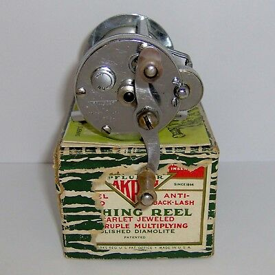 "VINTAGE PFLUEGER ""AKRON"" 1893-L JEWELED LEVEL-WIND CASTING REEL in BOX w/INST."