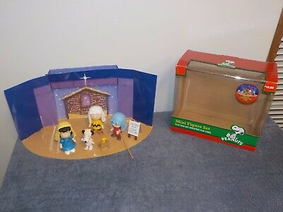 Peanuts Lot Mini Nativity Figure Set W/ Fold out Christmas Play Stage Snoopy