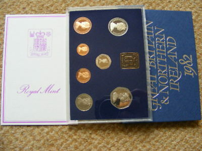 ROYAL MINT UK Proof Coin Set 1982 Toning Lot#8