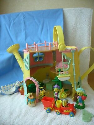 FIFI FLOWERTOTS WATERING CAN HOUSE with MANY EXTRAS and FIGURES