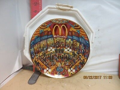 McDONALD'S PLATE BY BILL BELL , GOLDEN SHOWCASE -  BY THE FRANKLIN MINT