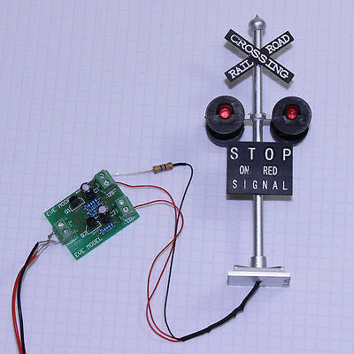 1set HO Scale Railroad Crossing Signals 4 heads LED made + Circuit board flasher