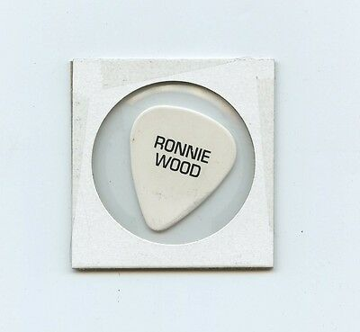 RONNIE WOOD Guitar Pick ROLLING STONES Tour / Stage - Red Mouth Lips Tonge