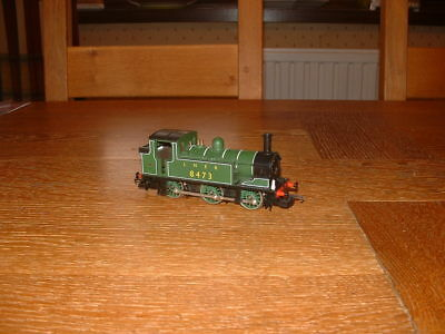 HORNBY LNER J83 CLASS 0-6-0T LOCO No 8473 in LNER Green Livery