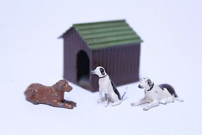 Nice Vintage Britains Ltd Dog House W/ 3 Lead Dogs