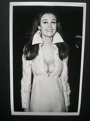 """Imogen Hassell- Original dated 1970 Press Agency Photo 6.5""""x 4""""  3"""
