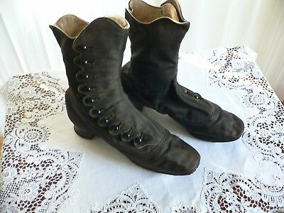 Antique Victorian Black Wool Side Button Shoes with Scalloped Edge Black
