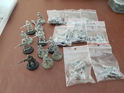Warhammer 40k mix lot of 30 female fighters