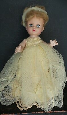 SWEET! Vintage MYSTERY 1950s  HARD PLASTIC Jointed LEG DOLL marked EEGEE