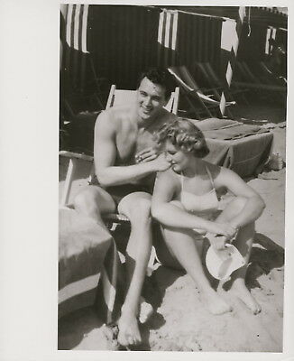 Rock Hudson on the Lido with a contessa ~ ORIG 1954 press photo... beefcake