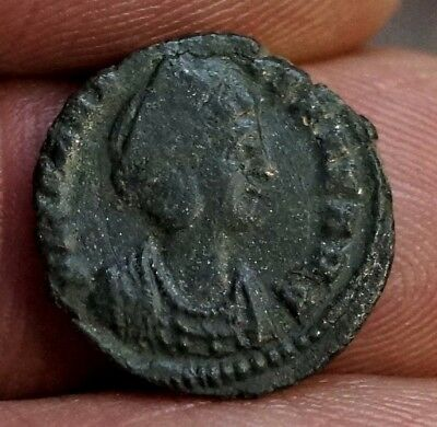 HELENA - PAX PUBLICA. 337-340 AD. Ancient Roman Nummus. 15 mm, 1.3 gm.
