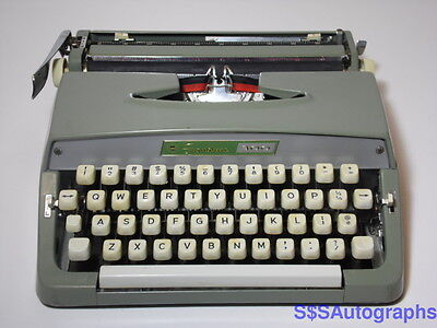 VINTAGE RETRO 1960s MONTGOMERY WARD SIGNATURE 300 PICA PORTABLE GREEN TYPEWRITER