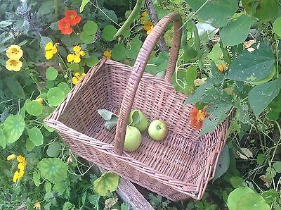 Vintage Wicker Shopping Basket, rustic country basket. Country kitchen veg store