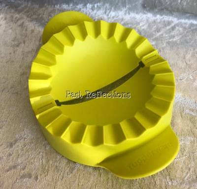 Tupperware Margarita Green Pie Press / Empanada Maker
