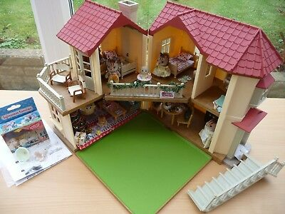 Sylvanian Families Beechwood Hall Fully Furnished For Christmas Incl 6 Figures